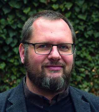 Prof. Dr. Pierre L. Ibisch lehrt Naturschutz an der Hochschule für Nachhaltige Entwicklung Eberswalde. Der Biologe ...