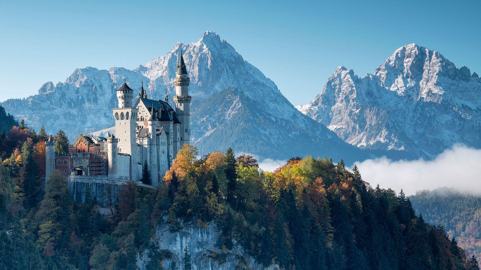 Schloss Neuschwanstein ist das meistbesuchte Schloss Deutschlands und eines der beliebtesten Touristenziele Europas.