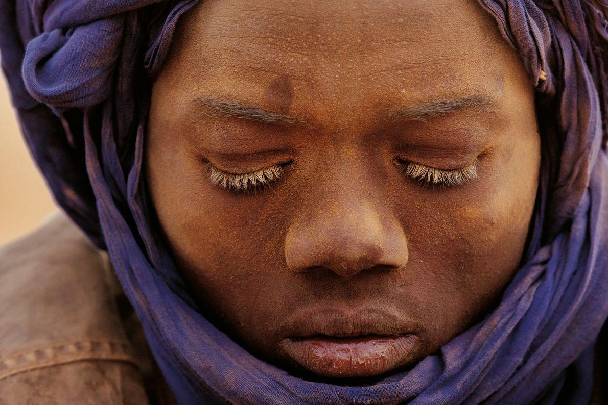 Teenager in einer Goldmine im Norden Nigers