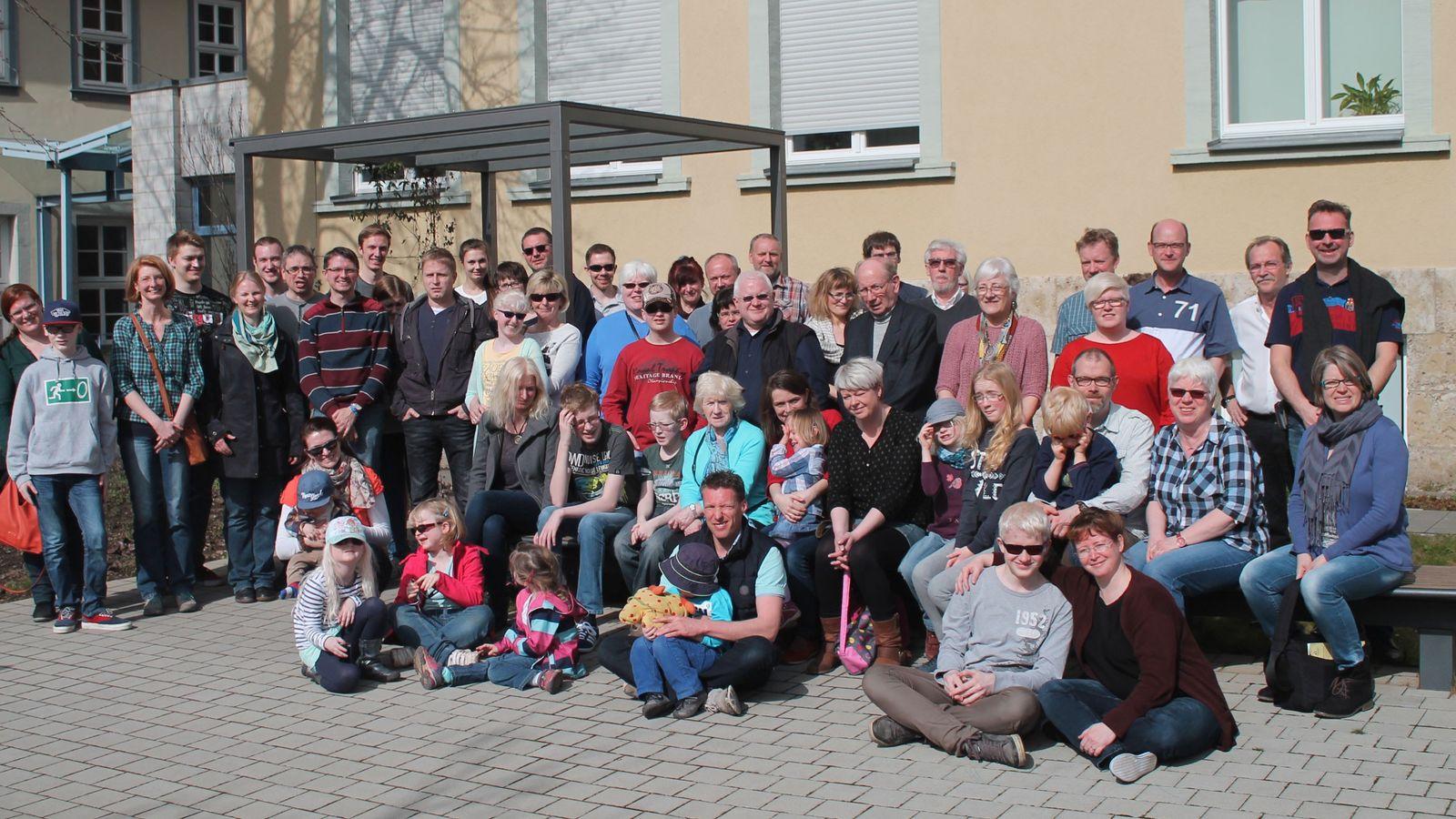 Gruppenfoto der NOAH Albinismus Selbsthilfegruppe