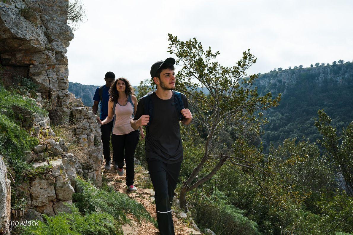 Auf einem Wanderweg im Naturpark Terre delle Gravine.