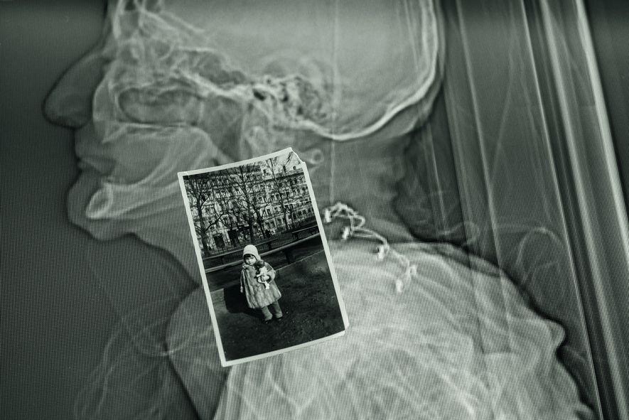 Potter wurde 1927 in Leipzig geboren. Das kleine Foto zeigt sie als Dreijährige. Kurz darauf wandern ...