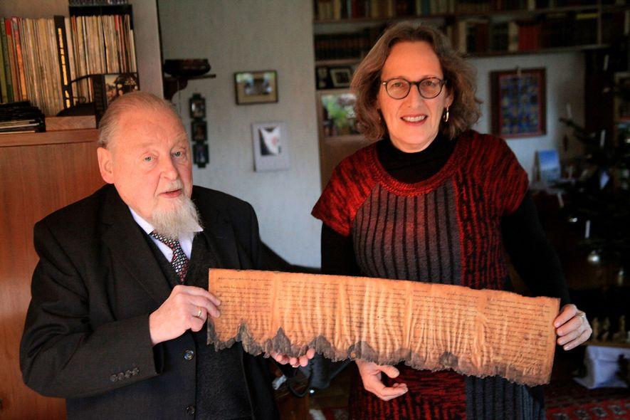 Der emeritierte Professor für Neues Testament und spätantike Religionsgeschichte Claus-Hunno Hunzinger mit Pnina Shor von der ...
