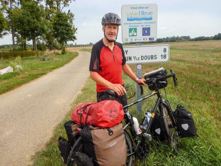 Siebo mit Rad vor Ortsschild