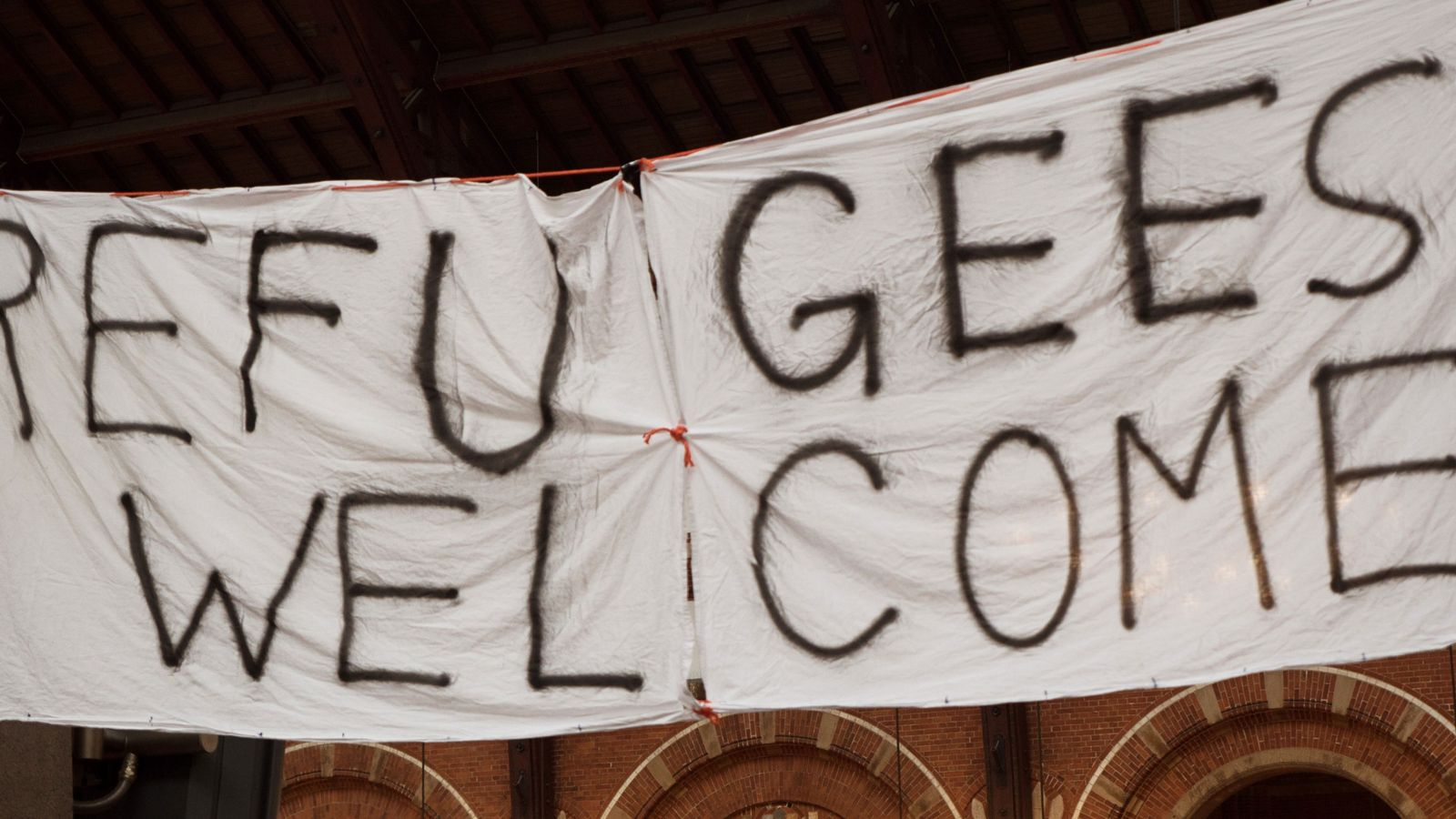 """""""Refugees welcome""""-Banner"""