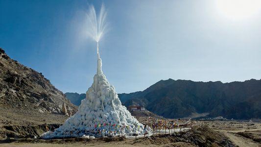 """Die """"Eis-Stupas"""", die den Himalaya bewässern könnten"""