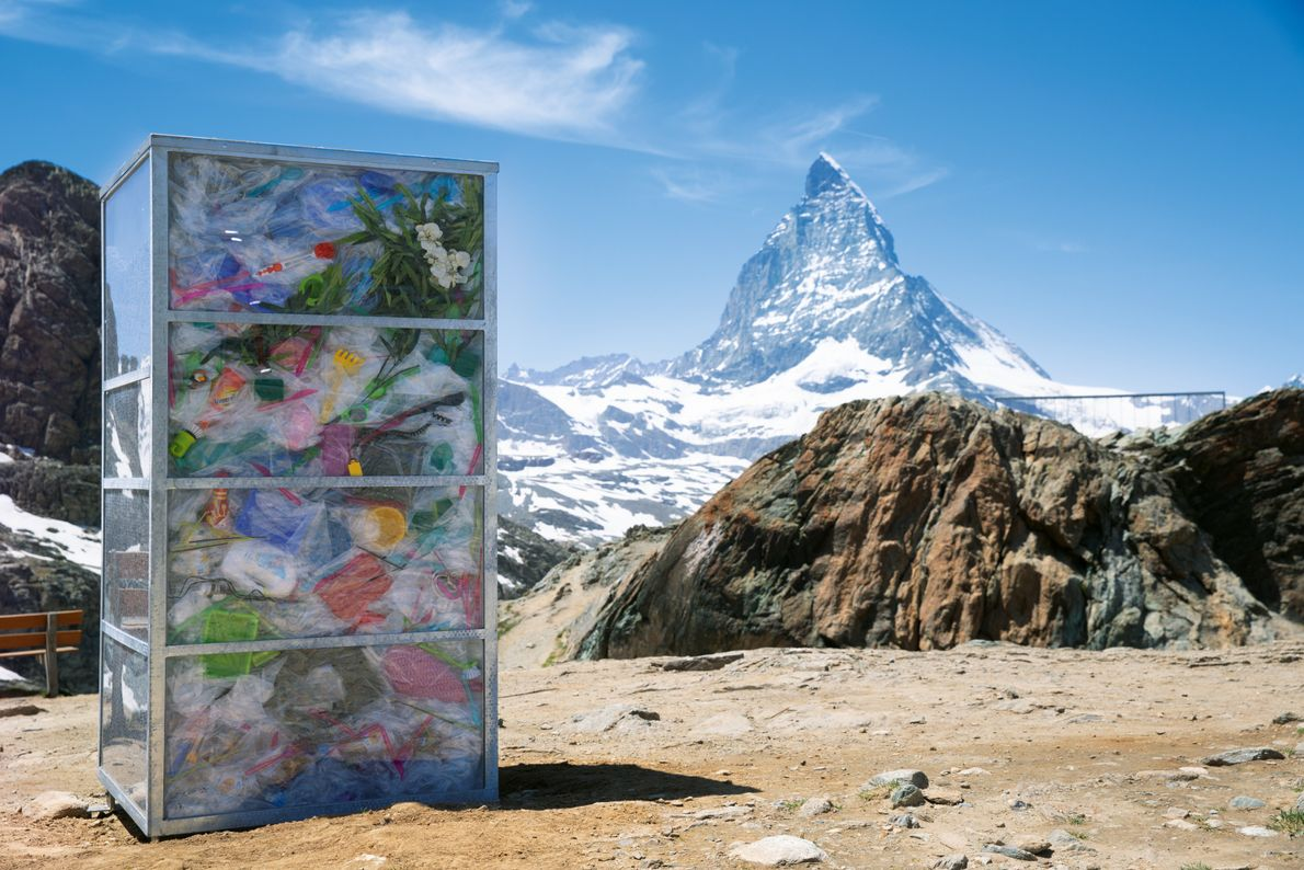 Sieben Milliarden Tonnen Plastik sind zurzeit weltweit im Gebrauch. Mit seiner Kunst will Branko Šmon auf ...