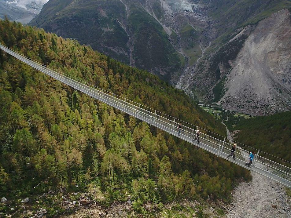 Längste Hängebrücke der Welt in der Schweiz eröffnet