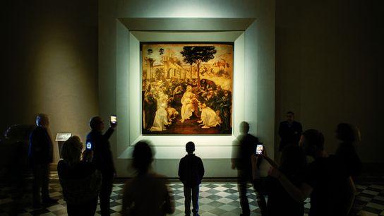 """Die """"Anbetung der Könige"""" zeigt in der Mitte eines vielköpfigen Figurentheaters eine schöne, in sich ruhende ..."""