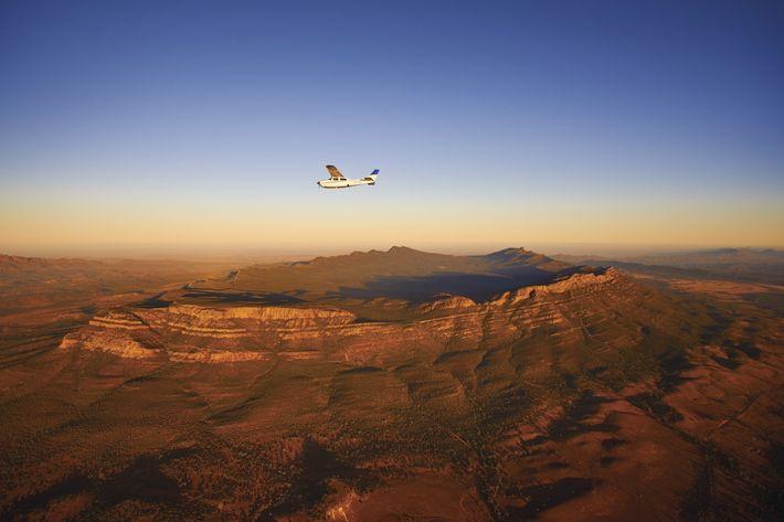 Flug über Wilpena Pound im Ikara Flinders Ranges National Park