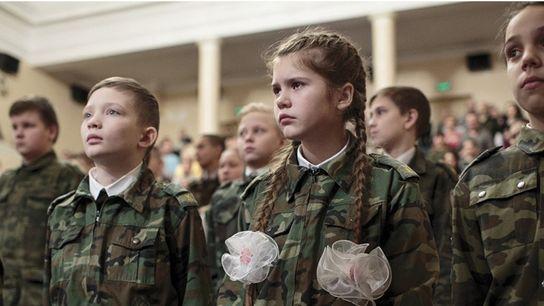 Das Gewinnerbild 2016 zeigt Jugendliche in Russland. Dort sind über 200.000 Jugendliche in patriotischen Clubs eingeschrieben, ...