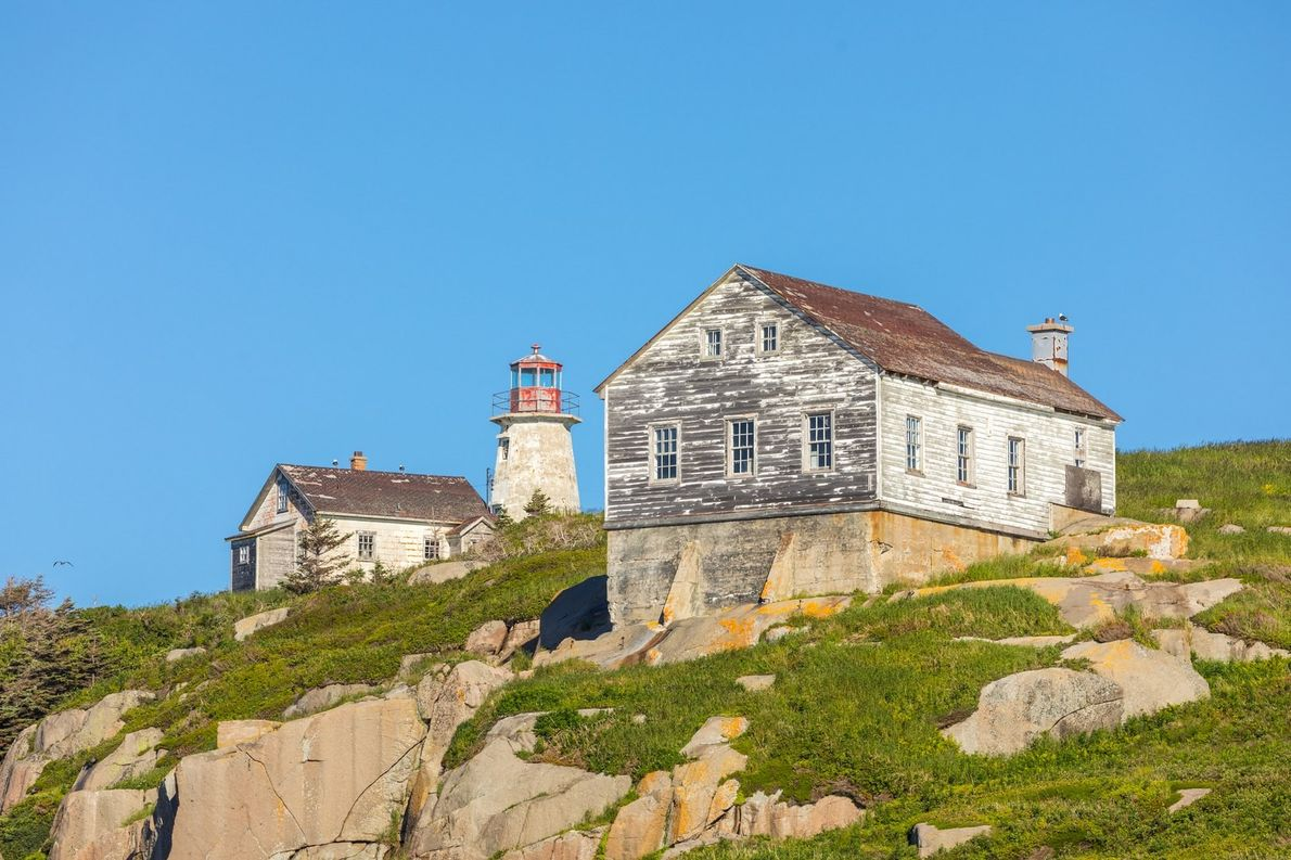 Der 1875 erbaute und mittlerweile verlassene Leuchtturm auf der Île du Corossol ist Teil des heutigen ...