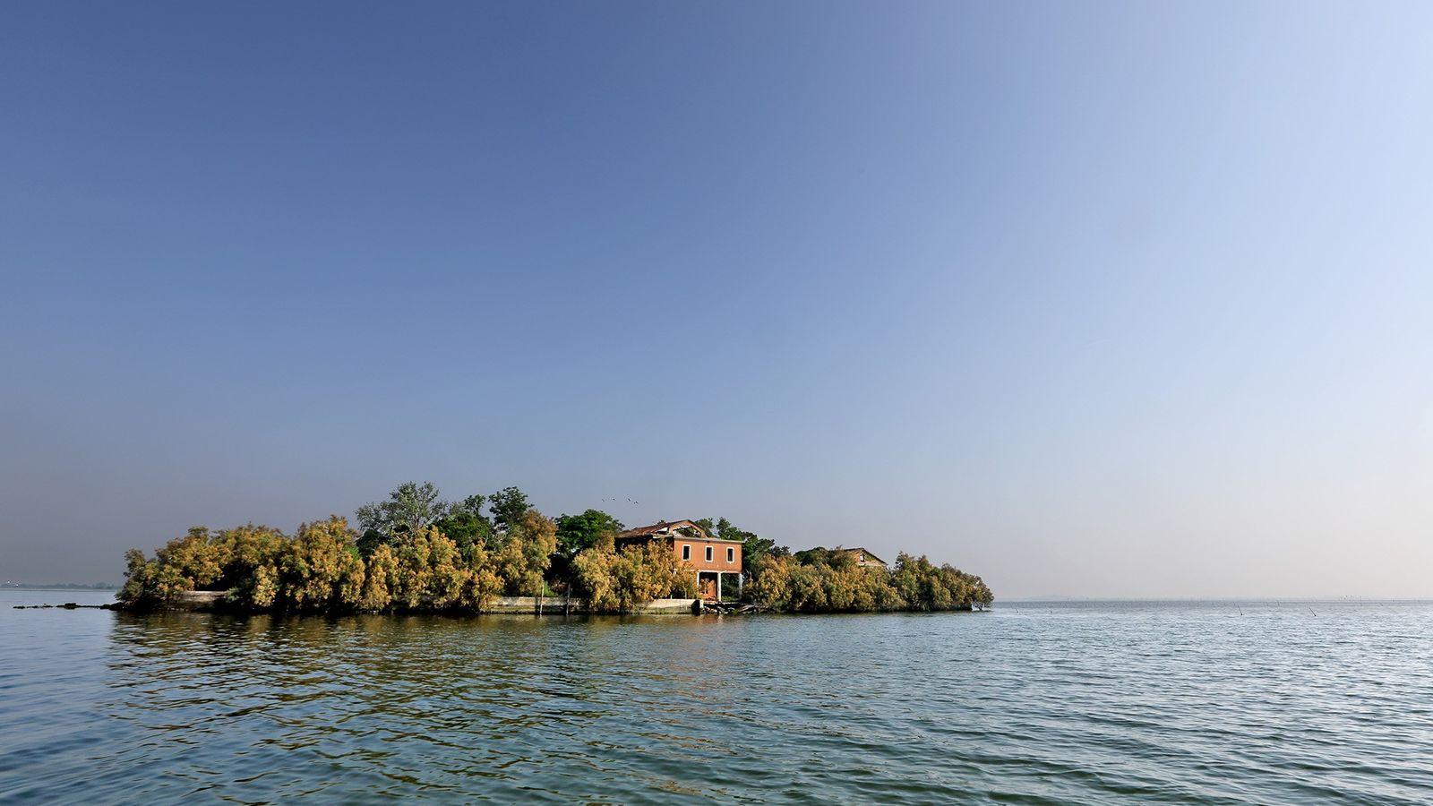 Diese kleine Insel in der Lagune von Venedig war früher eine Marine-Funkstation, ging dann in Privatbesitz ...