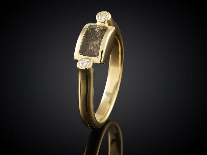 Die wahrscheinlich kleinste Urne der Welt: Dieser Ring beinhaltet die Asche eines verstorbenen Angehörigen.