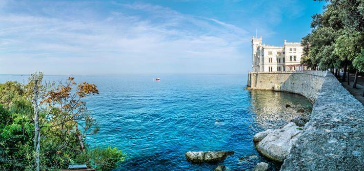 Das Schloss Miramare ist die berühmteste Sehenswürdigkeit von Triest.