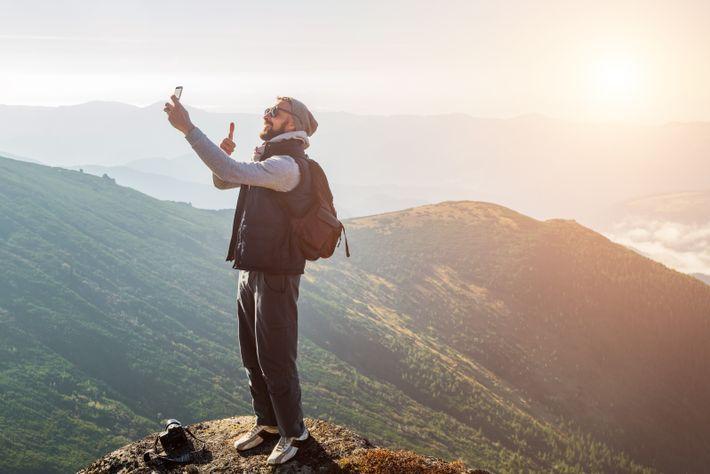 Nach Erreichen des Gipfels wollen Wanderer auf ein Selfie als krönenden Abschluss meist nicht verzichten. Problematisch ...