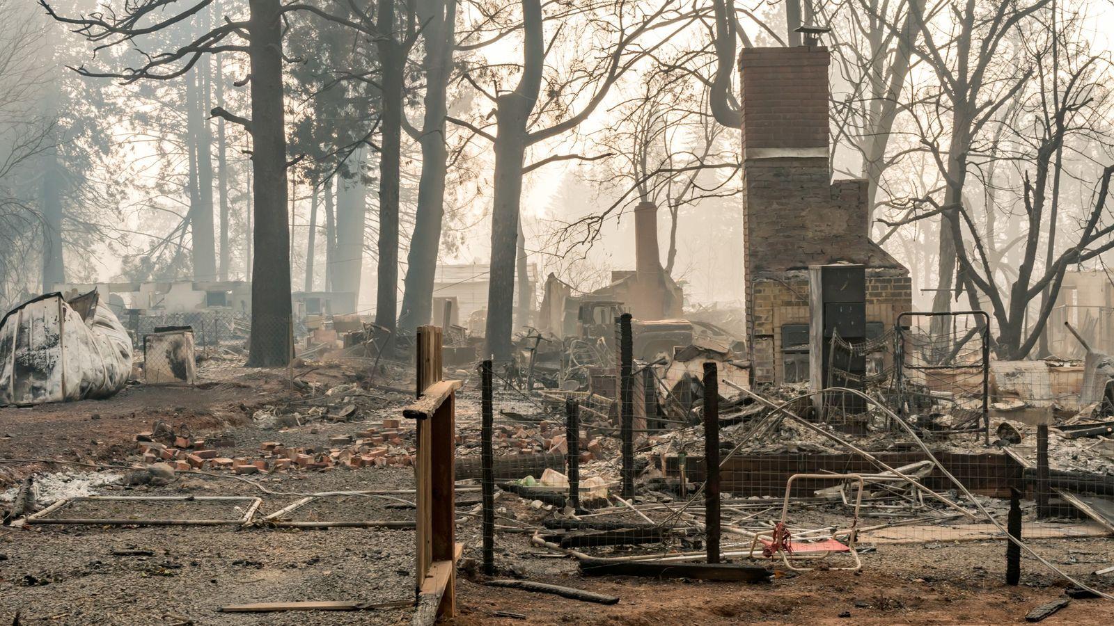 Zerstörte Siedlung  in Paradise nach Großbrand
