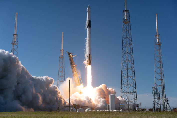 Falcon 9-Rakete beim Start