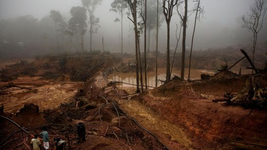 "März 2008: Die ""Garimpo do Juma"" – eine Goldmine am Fluss Juma in Apuí, Brasilien – ..."