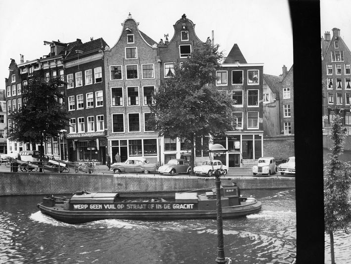 Der Blick aus dem Hinterhaus, in dem sich Anne Frank und sieben andere Menschen – ihre ...