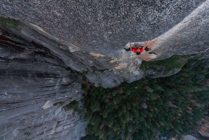 Honnold absolviert die Kletterroute Excellent Adventure im Yosemite-Nationalpark in Vorbereitung auf seinen Free-Solo-Aufstieg am El Capitan.