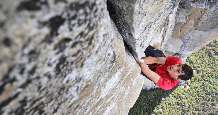 Der Kletterer Alex Honnold trainiert auf der Freerider-Route am El Capitan für seinen ersten Free-Solo-Aufstieg an ...