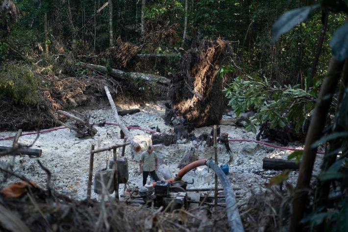 Illegaler Goldabbau im Munduruku-Territorium am Tapajós-Fluss im Bundesstaat Pará.