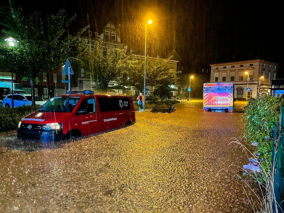 Sturzbachartiger Niederschlag am 14. Juli 2021. In manchen Gegenden Deutschlands fiel an einem Tag so viel ...