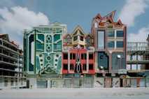 Die farbenfrohen Designs des bolivianischen Architekten Freddy Mamani verwandeln das Anlitz von El Alto.