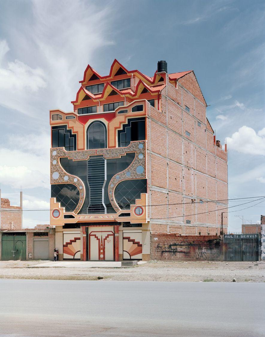 Mamanis Stil hat auch andere Architekten in El Alto beeinflusst.