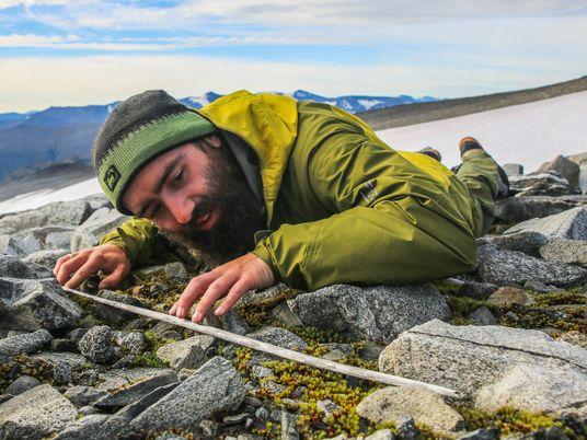 Schmelzende Eisfläche legt 6.000 Jahre an Artefakten frei