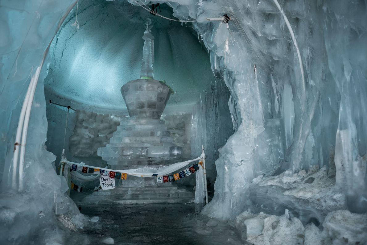 Ein Stupa ist ursprünglich ein Felshügel, den Buddhisten als Reliquienschrein errichten. Im Jahr 2019, als die ...