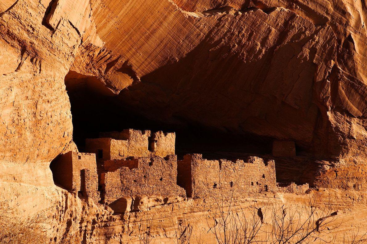 Diese uralten Felswohnungen der Navajo im Canyon de Chelly National Monument von Arizona wurden von den ...