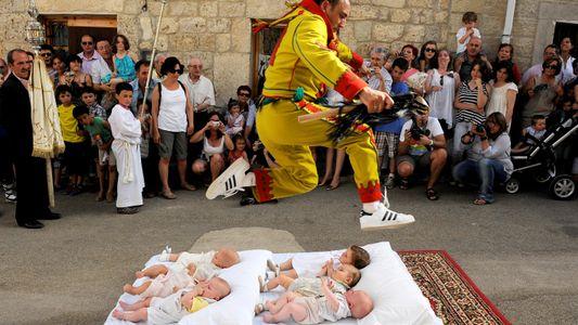 Sprung über Babys: Spaniens ungewöhnliches Festival