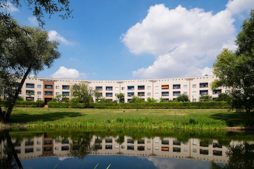 Die Hufeisensiedlung gehört zu einer Gruppe minimalistischer Gebäude in Berlin, die seit 2008 den Status eines ...