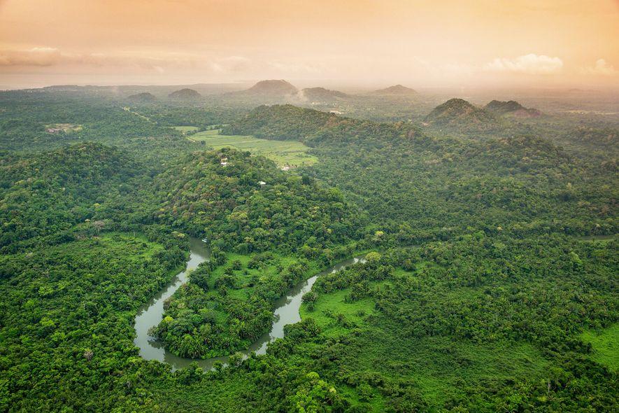 Belize ist für seine unberührten Gewässer und seine Korallen bekannt, aber das Festland steht dem in ...