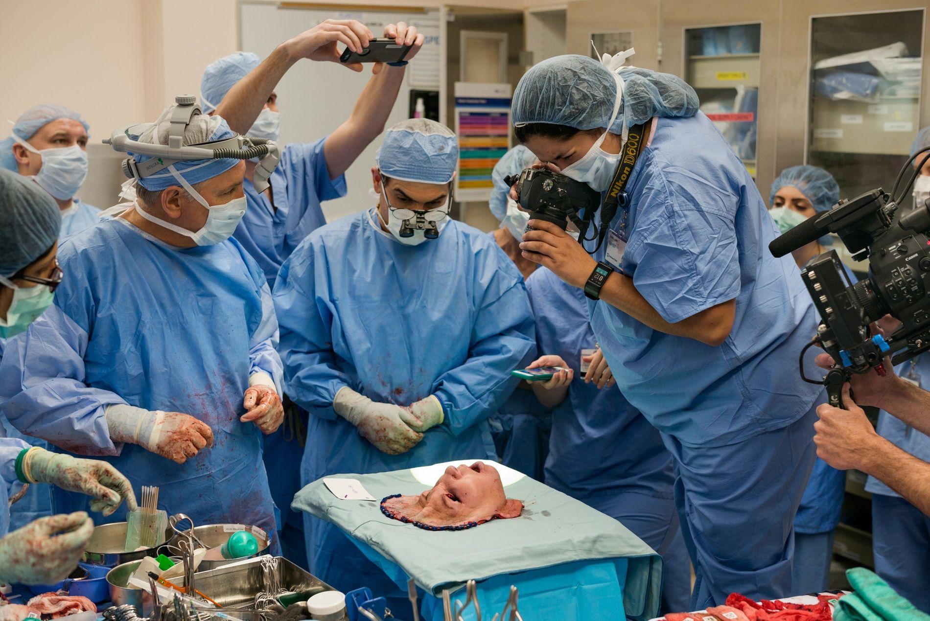 """CLEVELAND, Ohio. """"Ehrfürchtig"""", beschreibt Fotografin Lynn Johnson den Moment, in dem sie und das medizinische Team ..."""