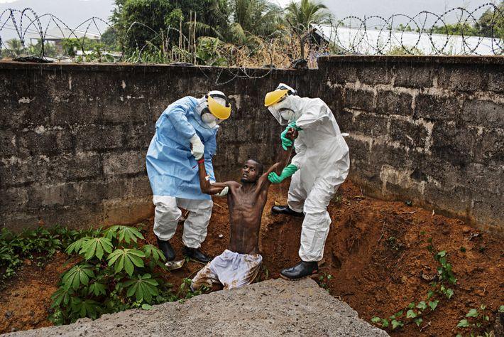 "HASTINGS, Sierra Leone. ""Dieses Bild verfolgt mich wie kaum ein anderes"", sagt Fotograf Pete Muller. Im ..."