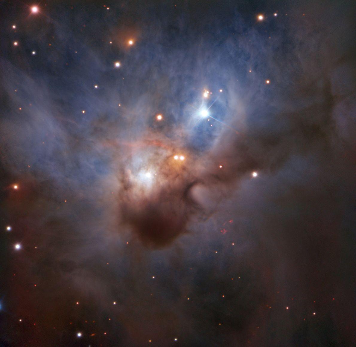 """In einer der dunkelsten Ecke des Sternbilds Orion verbirgt sich der Nebel NGC 1788. Diese """"Kosmische ..."""