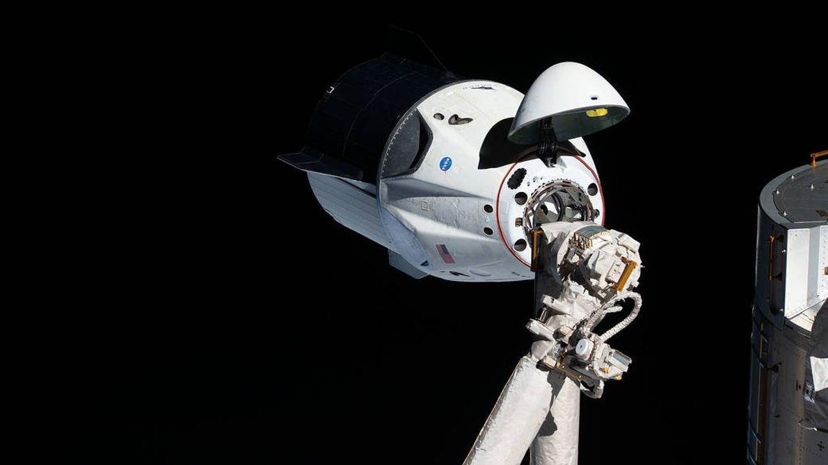 Am 3. März 2019 nähert das unbemannte SpaceX-Raumschiff Dragon der ISS an. In dieser Aufnahme ist ...