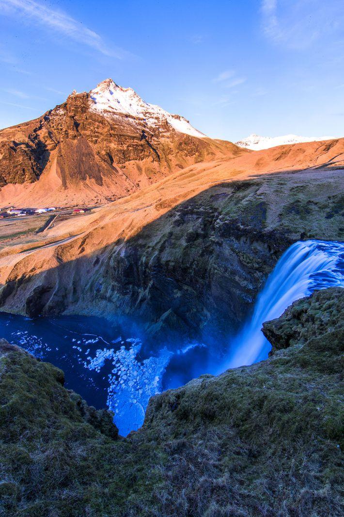Der Skógafoss ist einer der bekanntesten Wasserfälle in ganz Island.