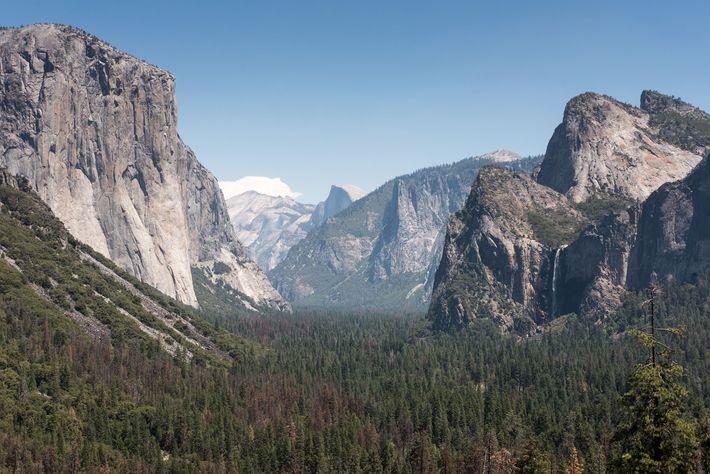 Spektakuläre Aussichten – wie diese auf die Bridal Veil Falls – machen den Yosemite zu einem ...