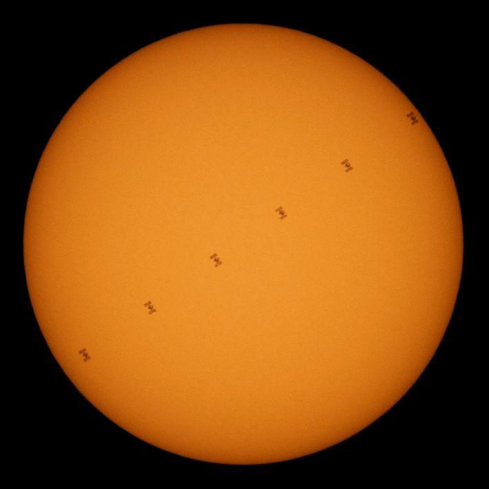 Transit der Internationalen Raumstation vor der Sonne