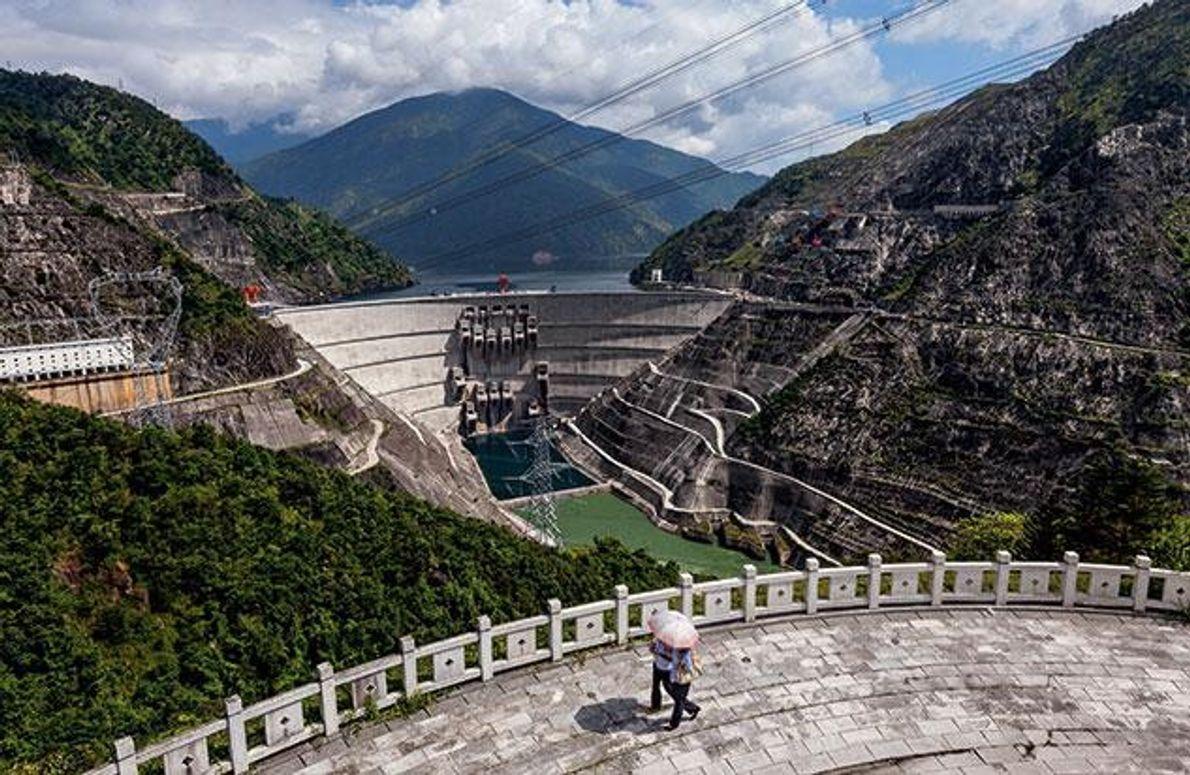 Die Xiaowan- Talsperre ist 292 Meter hoch und damit die zweithöchste der Welt. Sie versorgt Chinas …