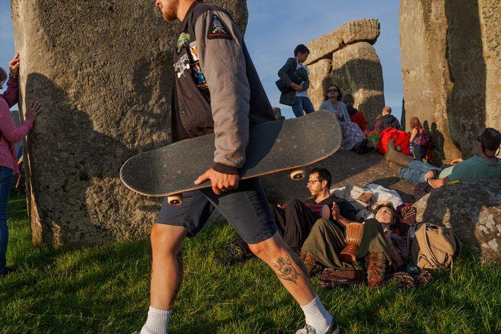 Als um etwa 3000 v. Chr. der Bau von Stonehenge begann, waren die britischen Inseln von ...