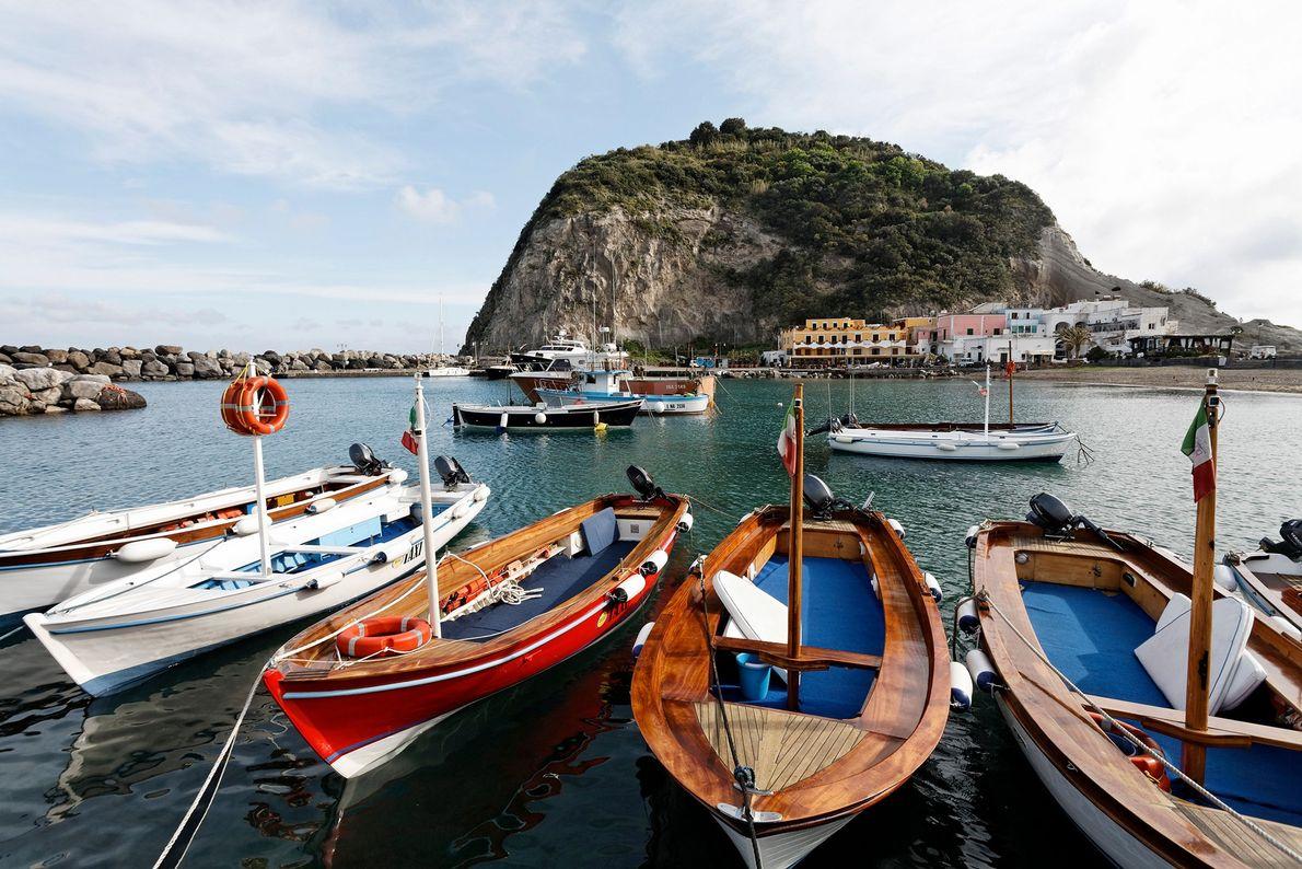 Fischerboote im Hafen von Sant'Angelo