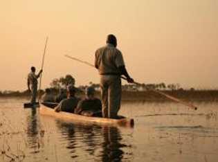 Mit dem Boot durch das Okawango-Delta.