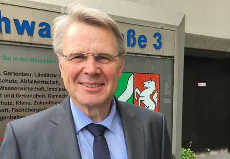 """""""Wir müssen ein Gleichgewicht der Lebensqualität zwischen ländlichem Raum und Ballungszentren schaffen"""", fordert Staatssekretär Heinrich Bottermann."""