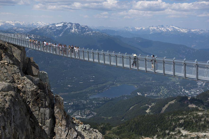 Die 130 Meter lange Cloudraker Skybridge führt vom Gipfel des Whistler Mountain zum West Ridge. Unter ...