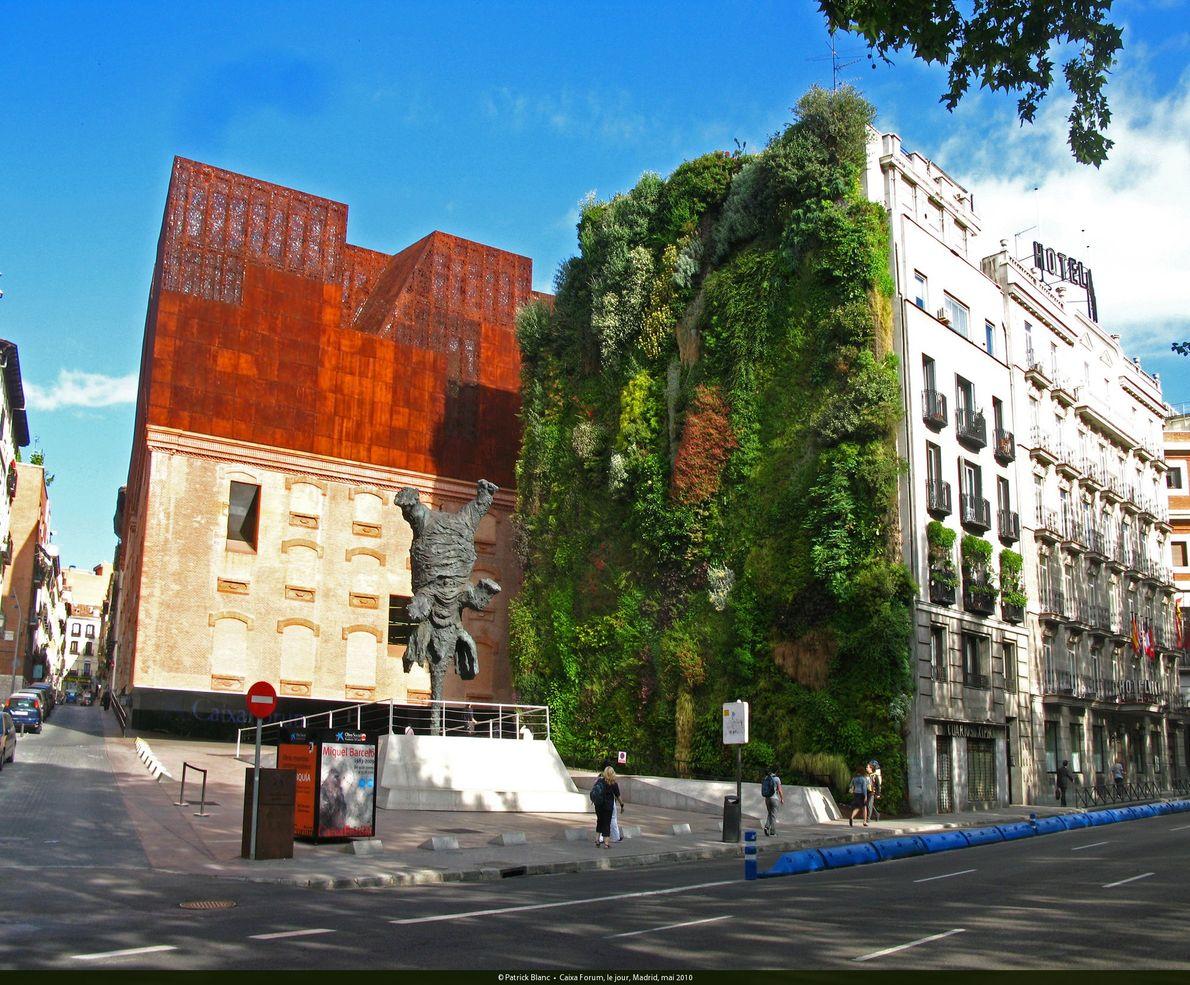 Caixa-Forum in Madrid: Bei der Bepflanzung setzte Blanc rund 400 verschiedene Arten ein.